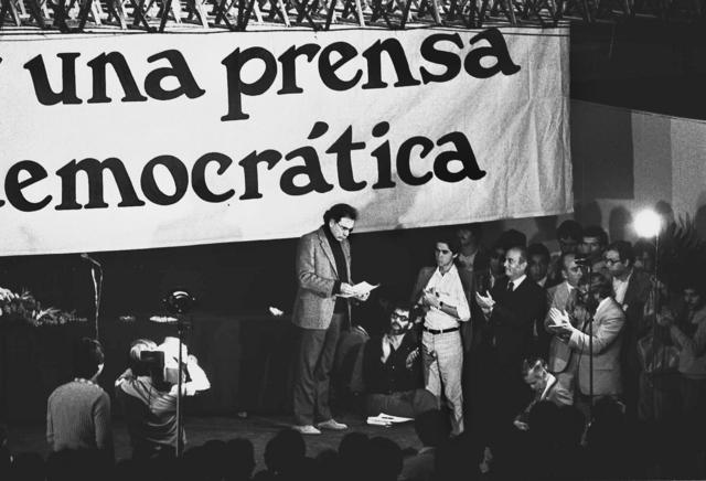 Carlos Payan en la presentacion del numero cero de la Jornada