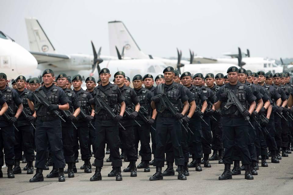 Desde la Presidencia de la República se presuma constantemente el crecimiento de efectivos del ejército mexicano y de equipamiento bélico.