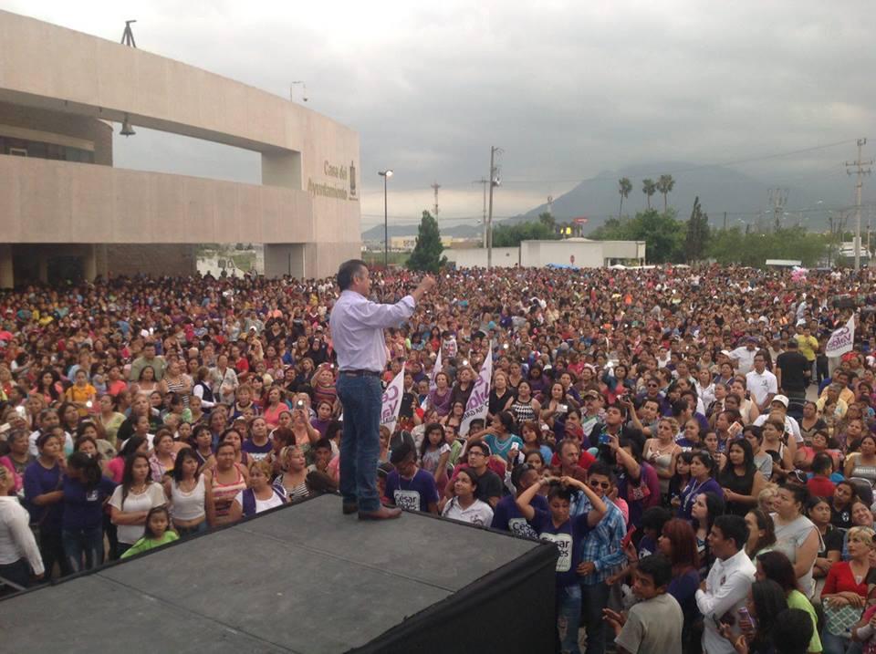 Jaime Rodríguez, el Bronco, en un mitin de campaña por la gubernatura de Nuevo León.