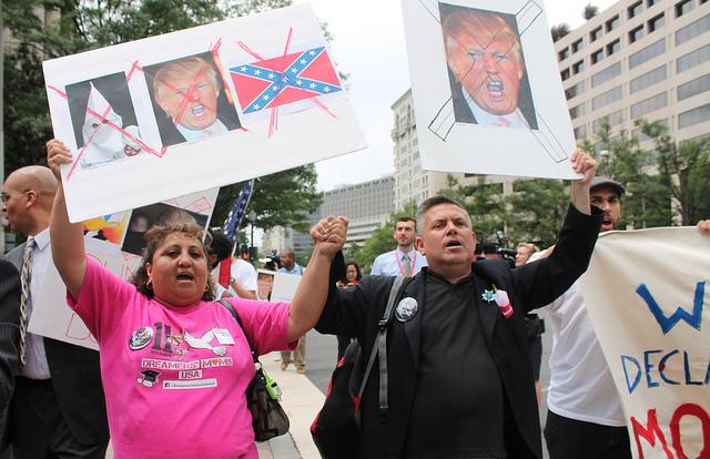 Manifestación en contra de Donal Trump. Foto: Elvert Barnes