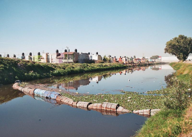 Fraccionamiento en las orillas del río Santiago. Foto: César Octavio Huerta