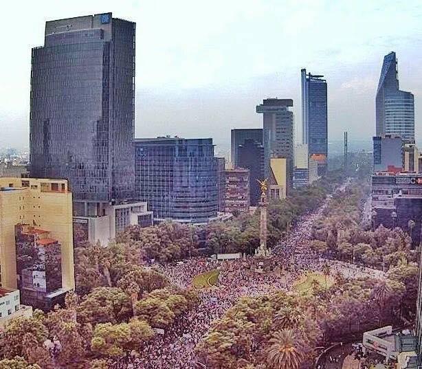 Así lució el Paseo de la Reforma en la marcha convocada por Morena en solidaridad con los maestros. Foto: Facebook