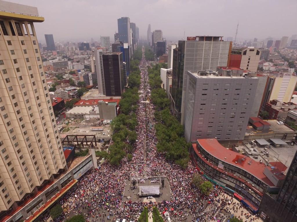 Miles de mexicanos abarrotaron Paseo de la Reforma en el mitin convocado por Morena en solidaridad con los maestros. Foto: Internet
