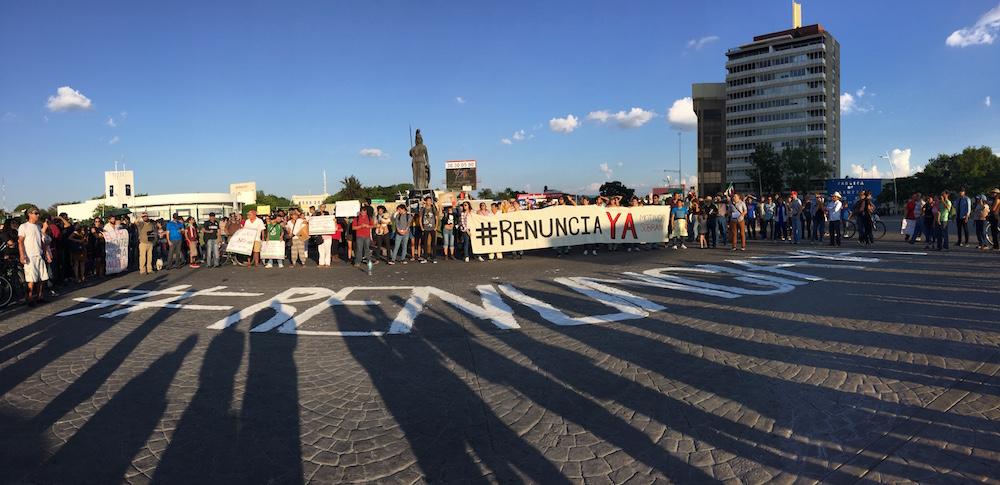 Manifestación en Guadalajara para exigir la renuncia de Peña Nieto. Foto: César Huerta