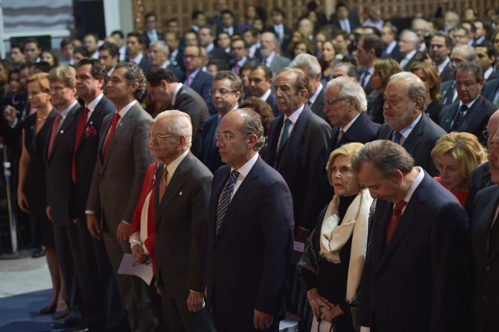 Felipe Calderón, Carlos Slim y Enrique Ochoa Reza, asistieron a la ceremonia de premiación del ITAM. Foto: Especial