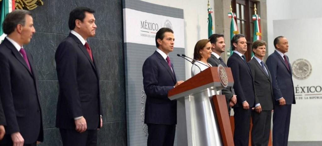 Peña Nieto con algunos de los integrantes de su gabinete. Foto: Especial
