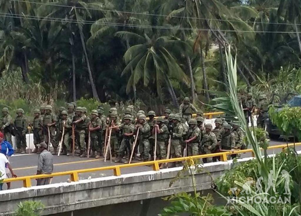 Militares en Ostula. Foto: Michoacán trespuntocero