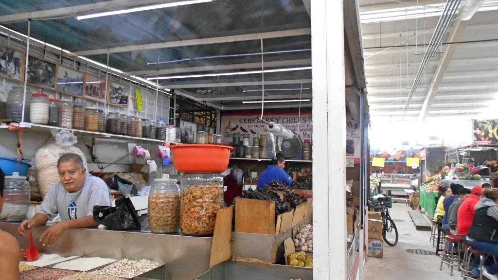 Don José en su local dentro del mercado de Polanco. Foto: Irma Cecilia Medina Villalobos