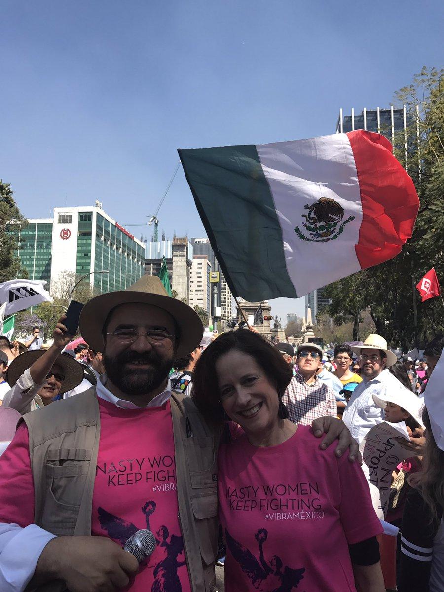 "Denise Dresser fue una de las asistentes a la marcha ""Vibra México"". Foto: Twitter"