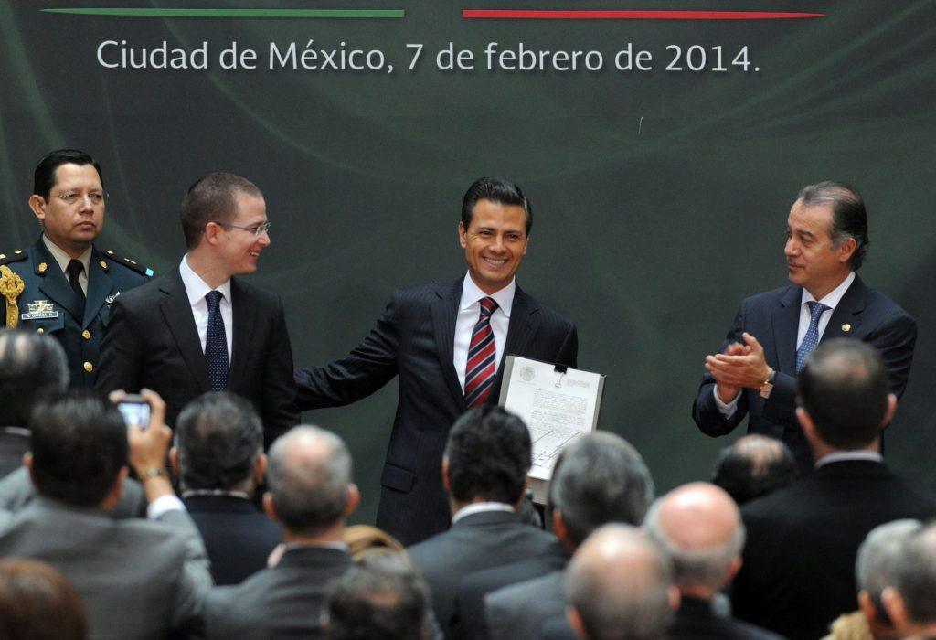 Enrique Peña Nieto y Ricardo Anata, sonrientes: Foto: Especial.