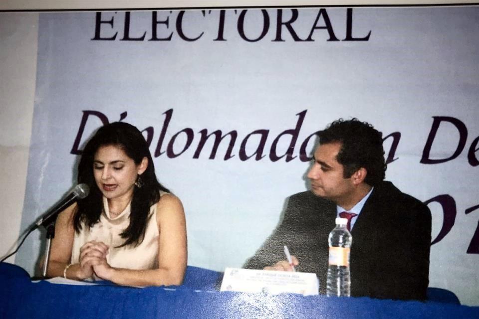 La hoy magistrada, con Enrique Ochoa Reza, presidente del PRI.
