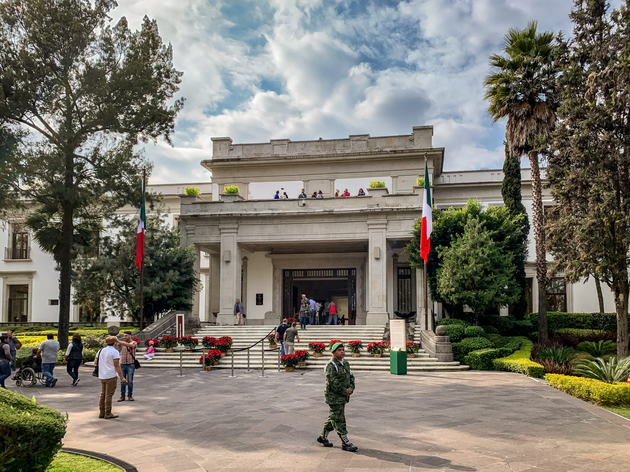 Bar, Felipe Calderon, Los Pinos - Conspiracción