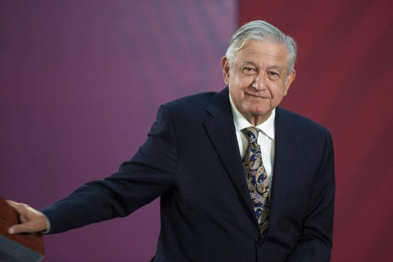 López Obrador y Alfaro recorren obras de Línea 3 del Tren Ligero